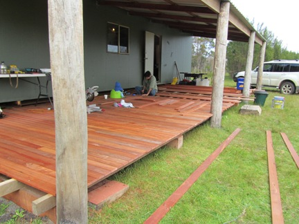 feature-grade-jarrah-decking-with-bush-poles